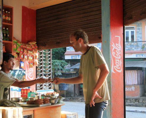 Essen gibt es fast über all in Nepal und vor allem immer lecker.