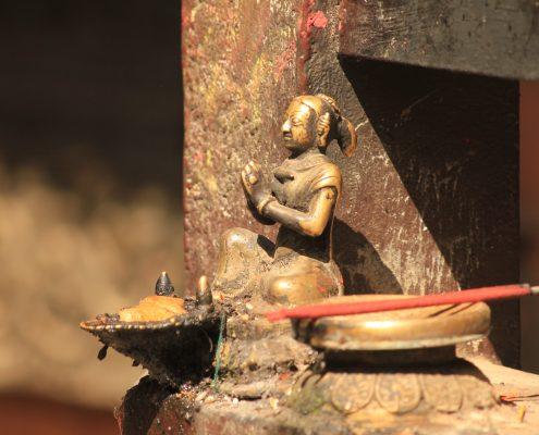 Figur an der Swayambunath Stupa